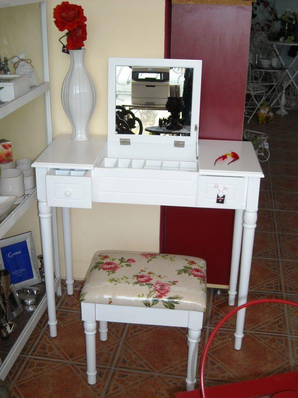 Тоалетка-бюро и табуретка